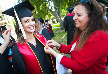 Alumni volunteers presented the Class of 2014 with university lapel pins prior to commencement.