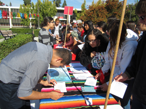Students at bilingual college fair during CLYC
