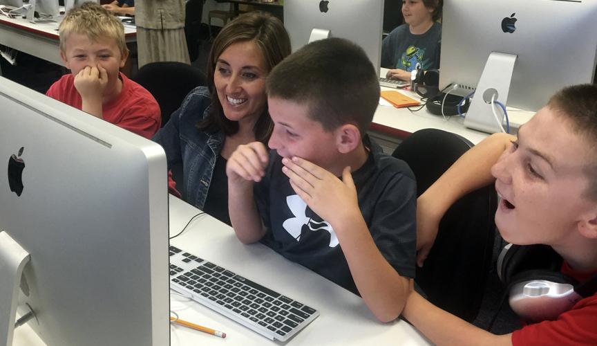 Children learning on Apple computer
