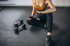 girl with 2 weights