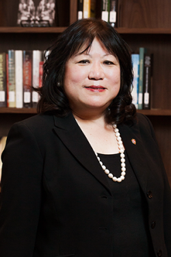 Photo of President Dr. Ellen Junn
