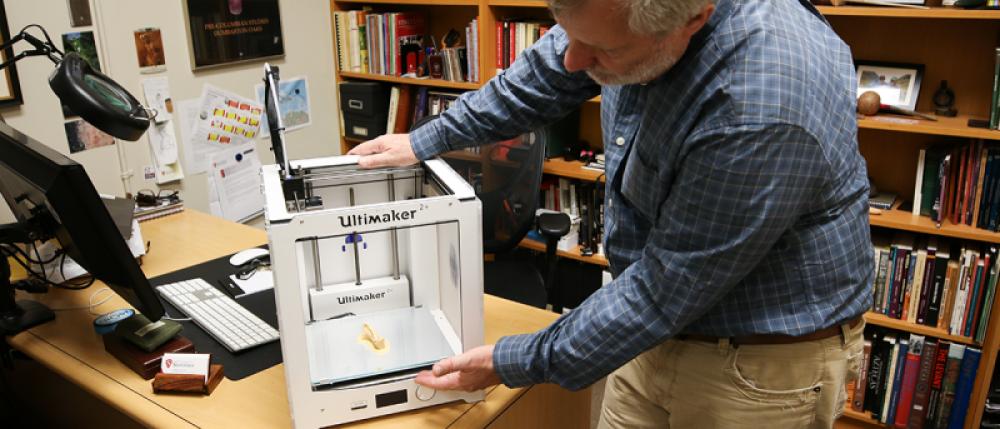 Professor Jeff Frost demonstrates 3D printer