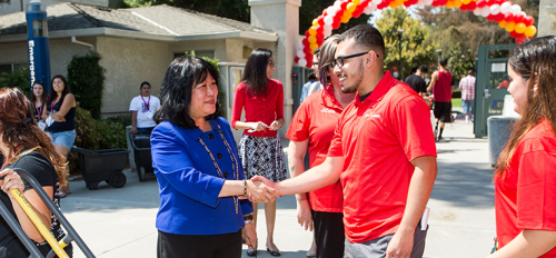 President Junn at Move-In Day event