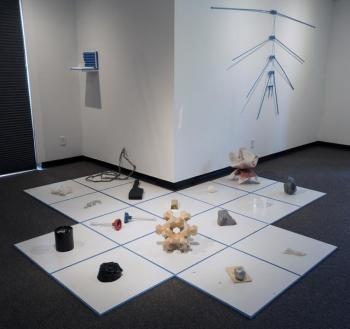 Art installation consisting of objects placed on a grid